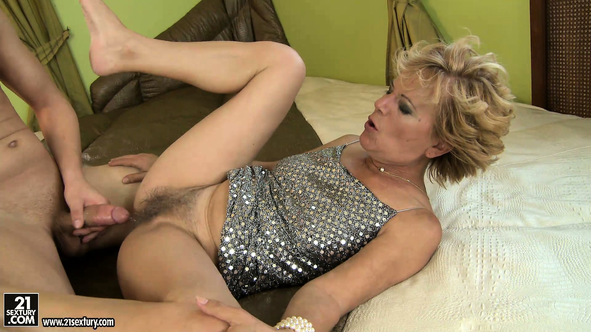 Sexy mature mom gets hot sex with young boy 8