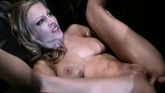 Jill Kelly and Samantha Sterlyng like to suck and fuck side by side