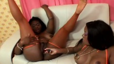 Ebony lesbians showing why women eat pussy better for their orgasms