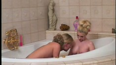 Sarah and her gorgeous girlfriend engage in lesbian sex in the bathtub